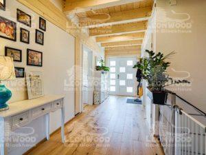 web_LeonWood_Blockhaus_Enztal_eingang