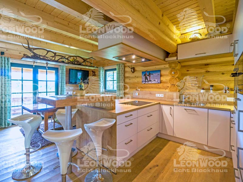 Blockhaus Waldschlösschen von Leonwood. Blick in die Küche