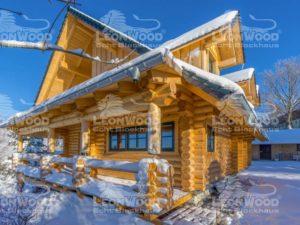 Blockhaus Waldschlösschen von Leonwood. Außenansicht Terrasse im Schnee