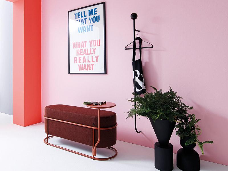 Flur gestalten mit Farbe und Designermöbeln