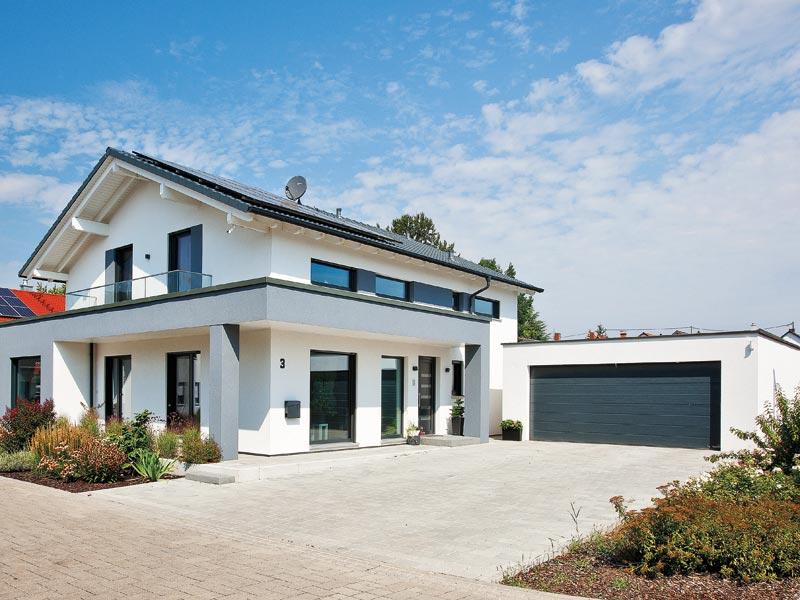Haus Hilzendegen von Living Fertighaus. Eingang Garage