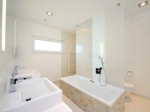 Badezimmer im Haus Wenninger von Fertighaus Weiss