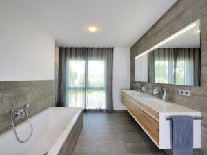 Badezimmer im Haus Wünschmann von Fertighaus Weiss