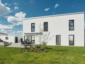 Luxhaus Pultdach Klassik 182 aussen Terrasse