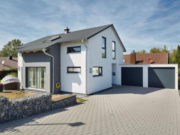 Luxhaus Satteldach Landhaus 143 eingang Garage