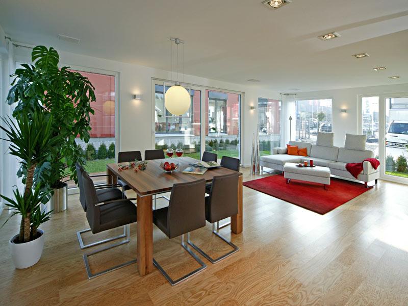 Wohn- und Essbereich im Musterhaus Villingen-Schwenningen von Fertighaus Weiss