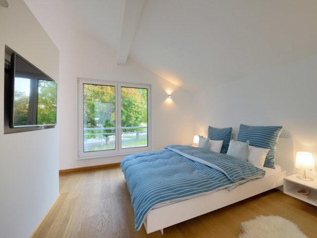 Schlafzimmer im Musterhaus Ulm von Fertighaus Weiss