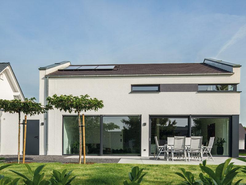 Musterhaus Haus Nowak von Baumeister-Haus -Gartenansicht