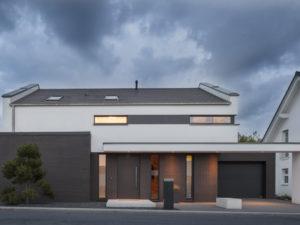 Musterhaus Haus Nowak von Baumeister-Haus -Außenansicht Straße