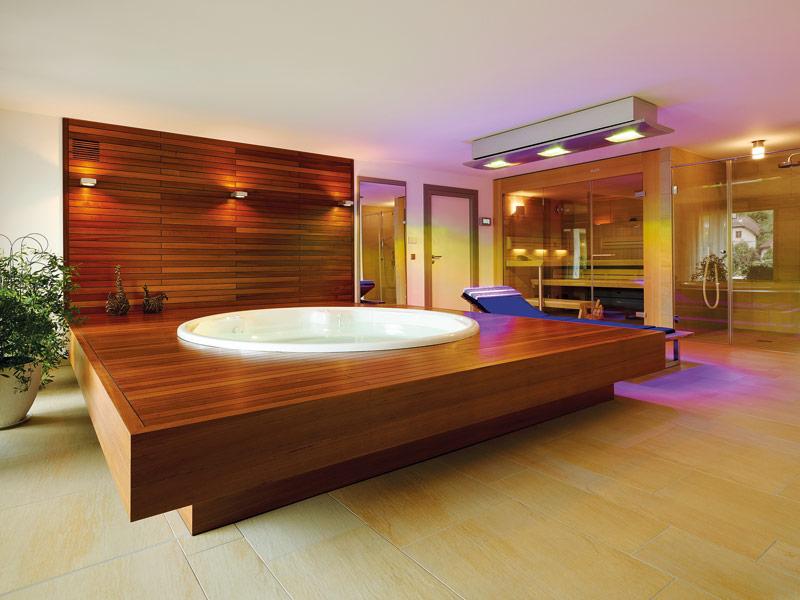 Sauna, Dampfdusche und Whirlwanne