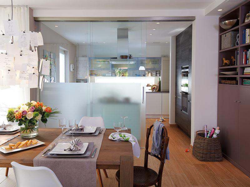 Glasschiebewand zwischen Küche und Essplatz