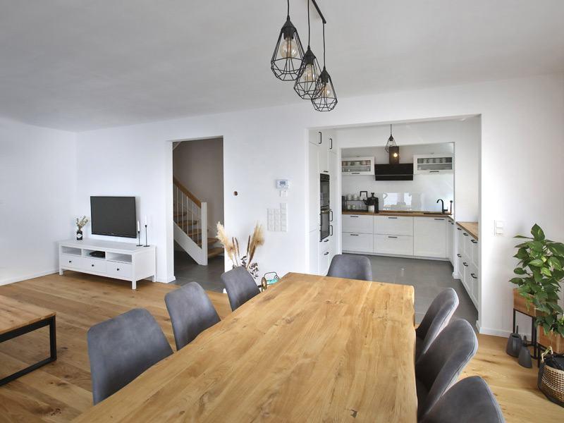 Mit dem Hauskonfigurator geplanter Wohn- und Essbereich im Haus Family 134
