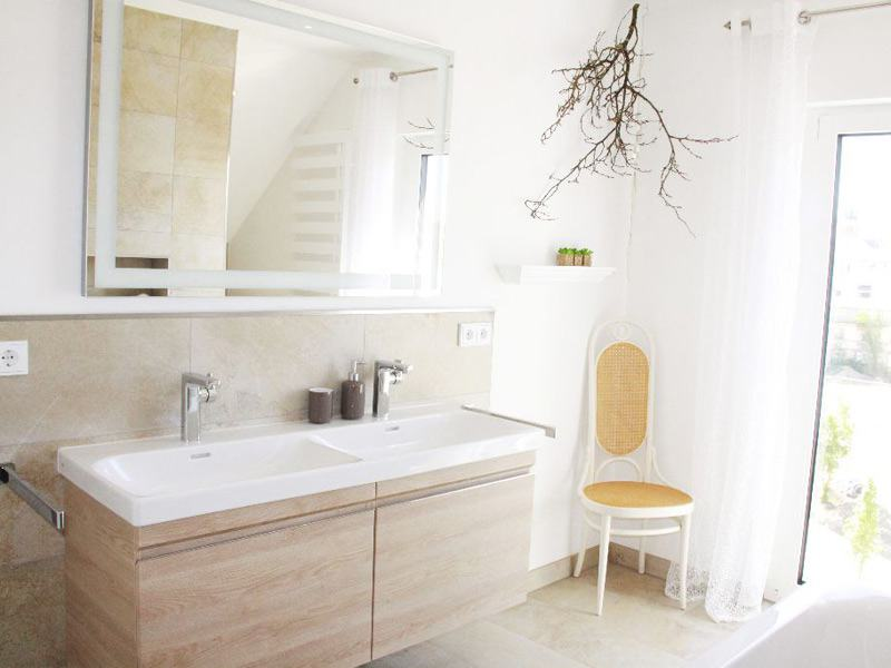 Badezimmer im Musterhaus Seegarten von Fischerhaus