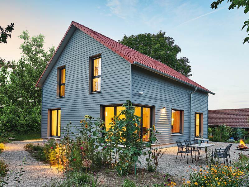 Haus Garten von Fertighaus Weiss - Außenansicht