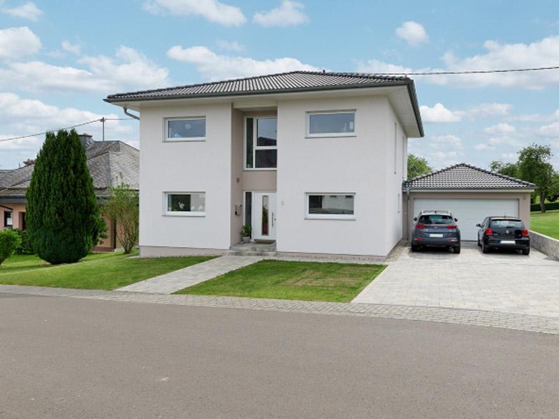 web_luxhaus-walmdach-157-strassenseite