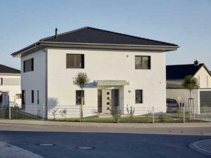 Walmdach 187 von Luxhaus - Straßenseite
