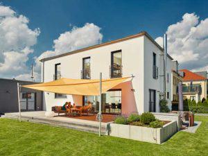 Luxhaus Walmdach 201 -Terrasse