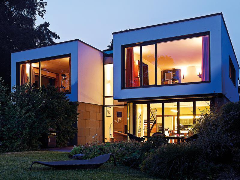 Bauhaus mit viel Glas