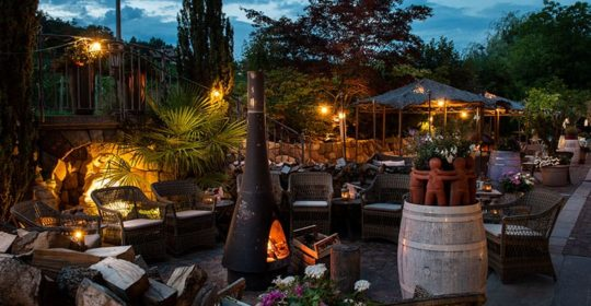 Außenbereich Gartenhotel Moser Abends