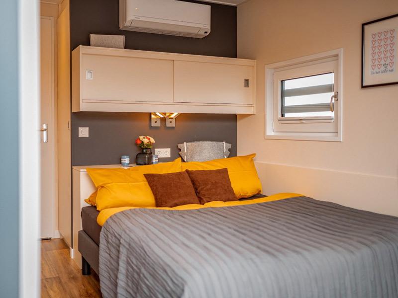 Schlafzimmer in einem Hausboot von Floating House