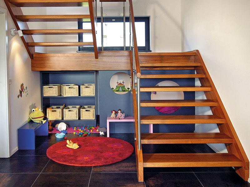 Spielecke unter der Treppe