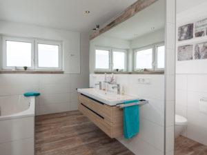 Haus Abendroth von Baumeister-Haus - Badezimmer