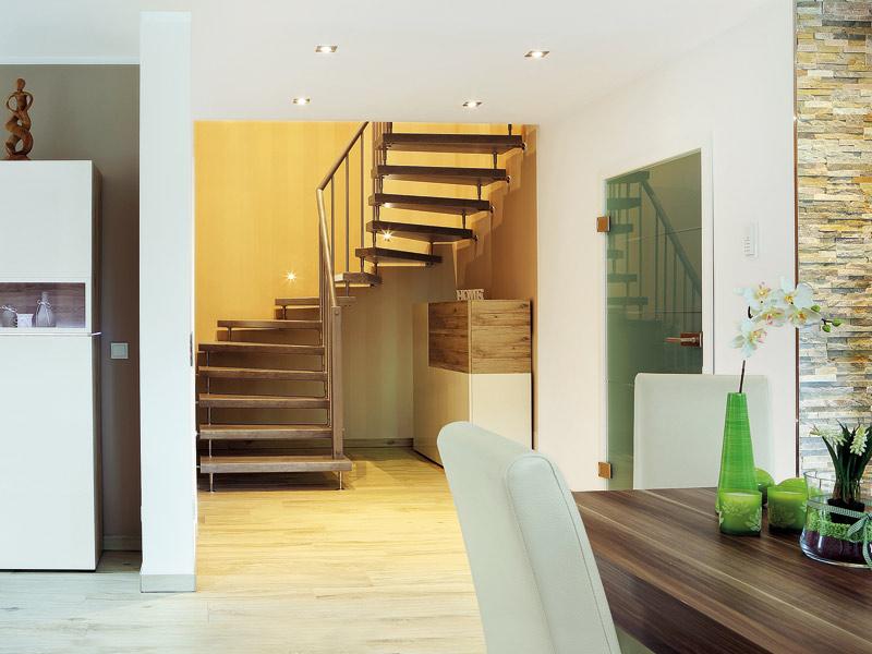 Freitragende halbgewendelte Treppe