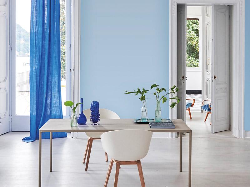 Beruhigende Farben: Weiß und Blau in Kontrast