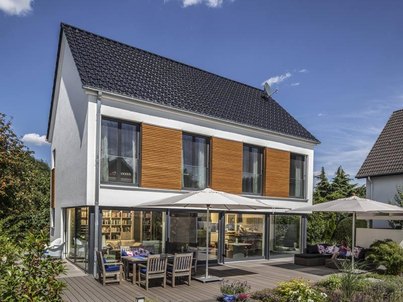 Haus Zacher von Baumeister-Haus. Ansicht Terrasse