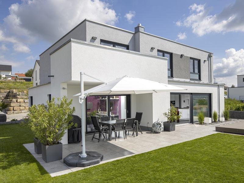 Einfamilienhaus Gerlach von Baumeister-Haus -Gartenseite