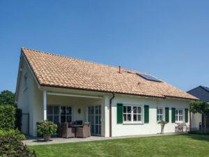 Haus Voss von Baumeister-Haus. Ansicht Terrasse