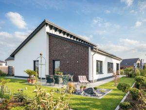 Haus Zumstein von Baumeister-Haus. Ansicht Terrasse