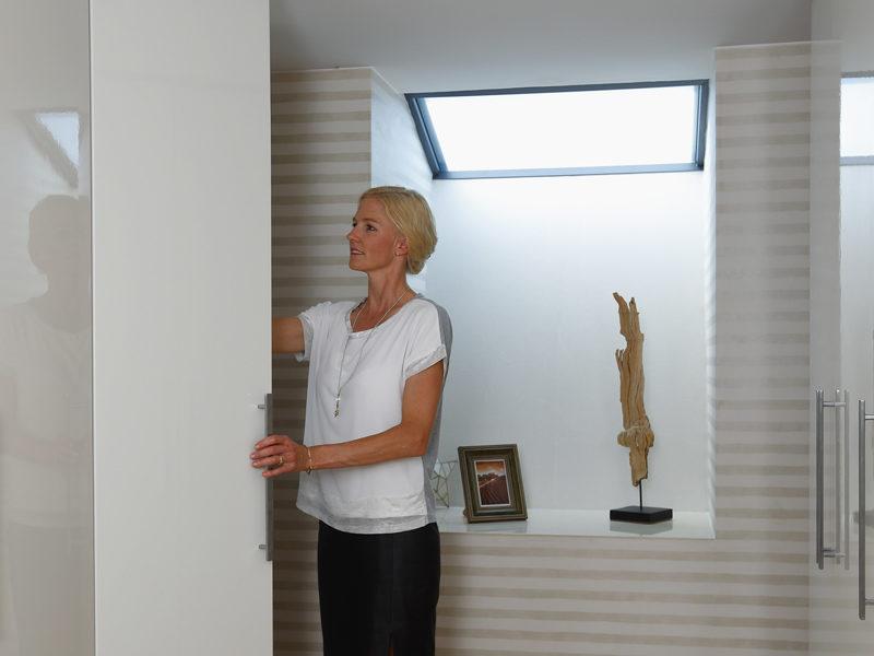 Beleuchtung des Kellers mit Tageslicht mit dem keinen Lichtfluter