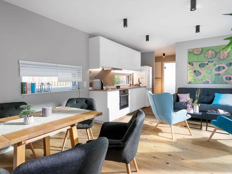 Wohnbereich im Flying Space der Tiny-House-Herstellers Schwörerhaus