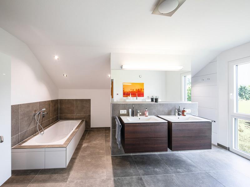 Badezimmer im Haus Brunner von Weberhaus