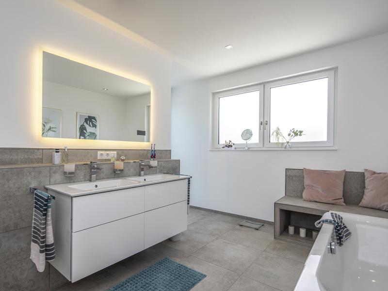 Haus Pfeilschmidt von Baumeister-Haus - Badezimmer