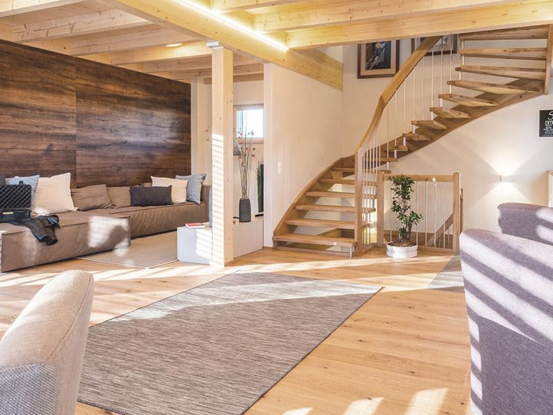 St. Stefan Classic von Griffnerhaus, Wohnbereich mit Treppe