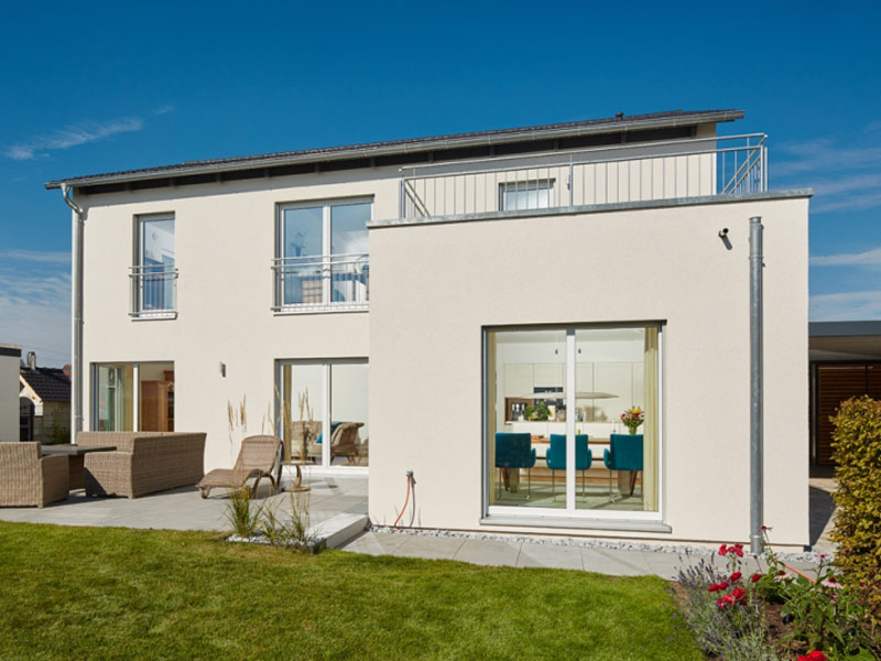 Satteldach Landhaus 200 von Luxhaus -Terrasse