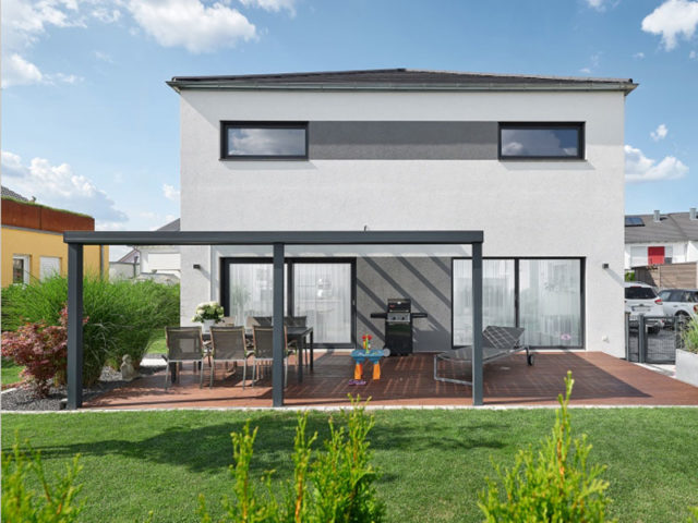 Luxhaus Walmdach 137- Terrasse