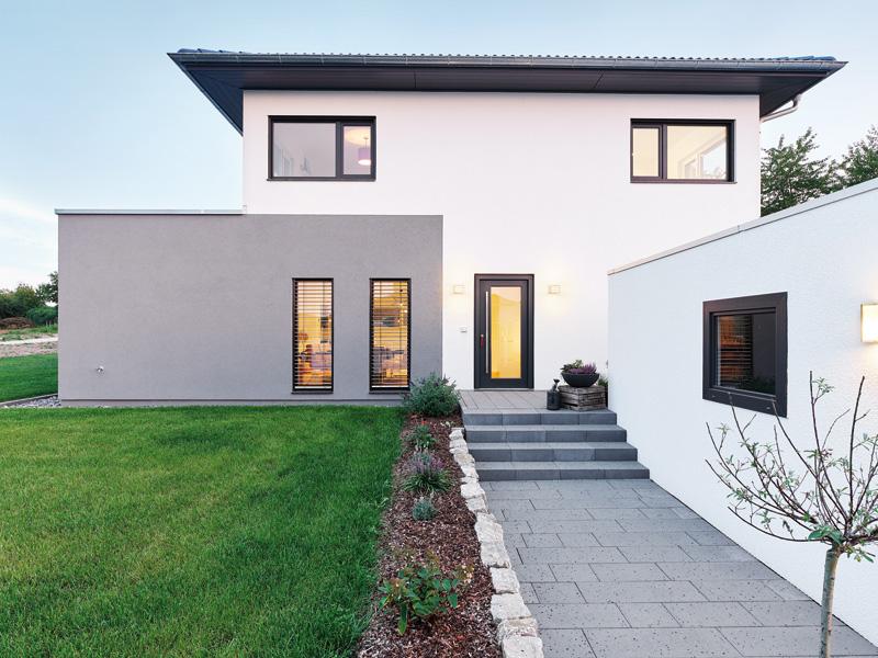 Luxhaus Walmdach 160 aussen Eingang