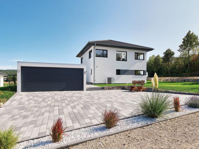 Luxhaus Walmdach 160 Garage