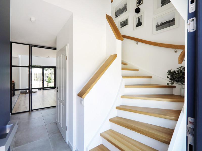 Treppengestaltung Gussek_Erlenbrunn-Treppe_rechter-Winkel
