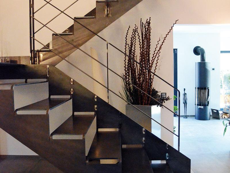 Treppengestaltung Spitzbart_Treppen_Schnittguttreppe