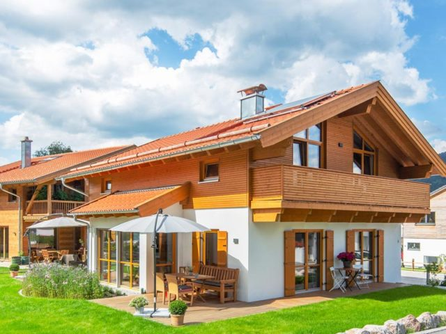 Architektenhaus Grubsee von Isartaler Holzhaus, Terrasse, Garten