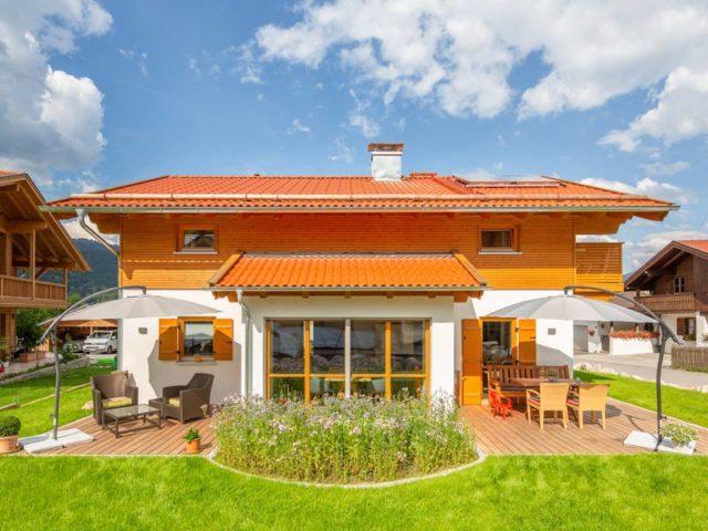 Architektenhaus Grubsee von Isartaler Holzhaus, Wintergarten, Terrasse