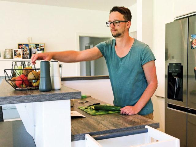 heinz-von-heiden_gut_geplant_Mann-kochen_Familie-Foerster