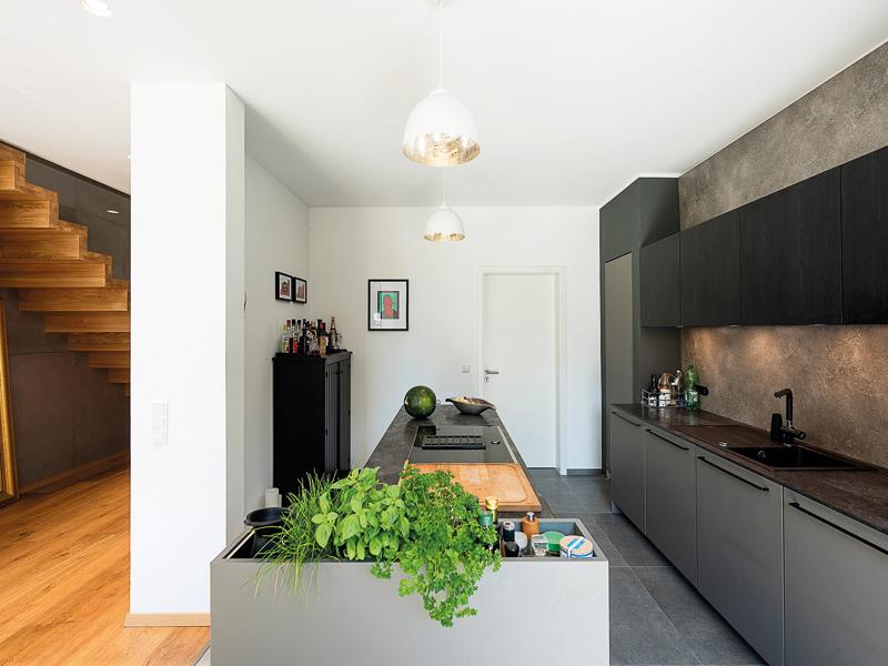 Haus Lugana mit Glaserker von Roth Haus